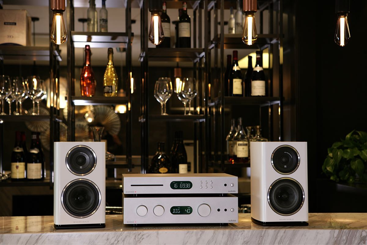 Folder nieuwe Audiolab 6000A met DAC en 6000CD loopwerk - Novus Audio